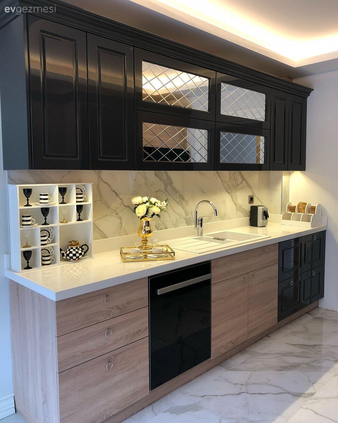 Bu evde koyu ve açık renklerin kontrastı, doğal materyallerle sofistike bir hava kazanıyor.. | Ev Gezmesi Banyo