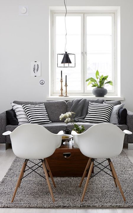 Lovely Living room with fantastic white chairs and a comfy grey couch. Love this scandinavian look #scandi