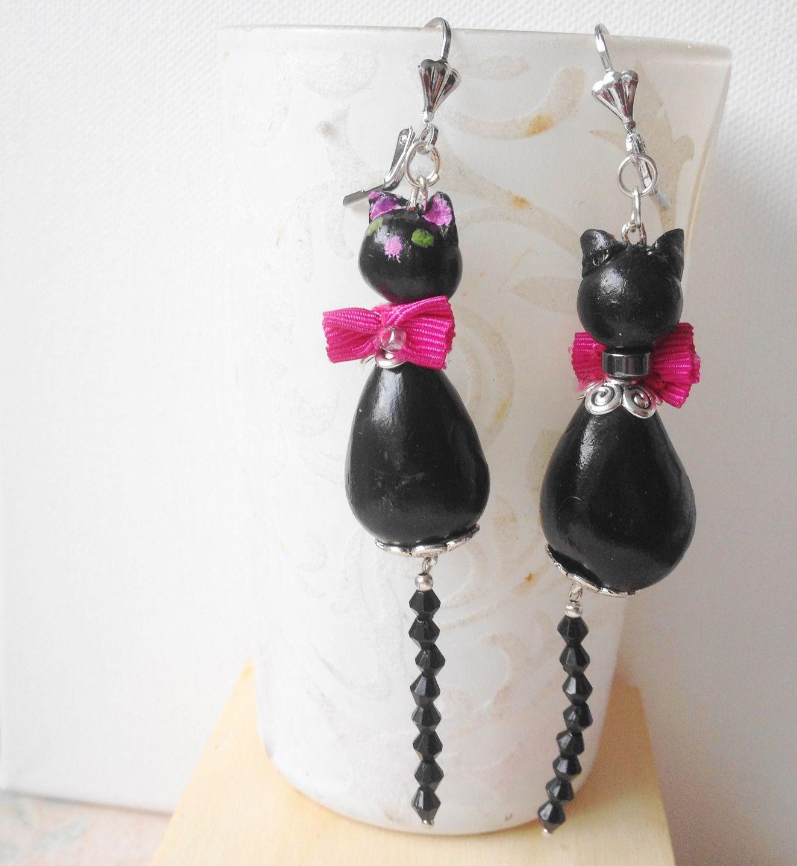 Longues boucles d'oreilles chat noir, modelé main en porcelaine froide**Pièce unique**
