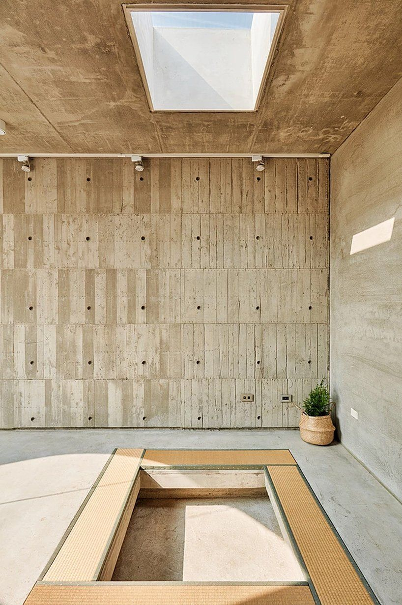 Curved Cinder Blocks Google Search In 2020 Terraced Patio Ideas Cinder Block Garden Wall Cinder Block Garden