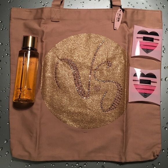 Bundle Victoria Secret Ideal for Gifts ❤️ Bundle Victoria Secret 1 fragrance Mist ( Coconut Passion) 2 hair ties 1 Tote Victoria's Secret Bags