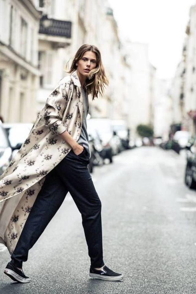 250c5004b1 How to wear a silk robe coat in a stylish way street style outfit ideas