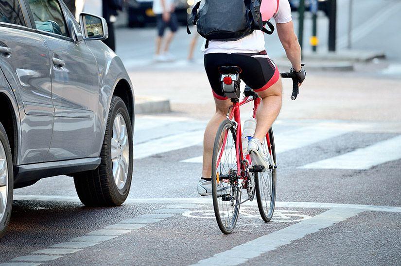 Bil og sykkelhjelm som kommuniserer med hverandre!!