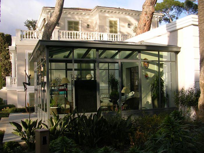 Veranda en acier style contemporain qui fonctionne assez for Maison style contemporain
