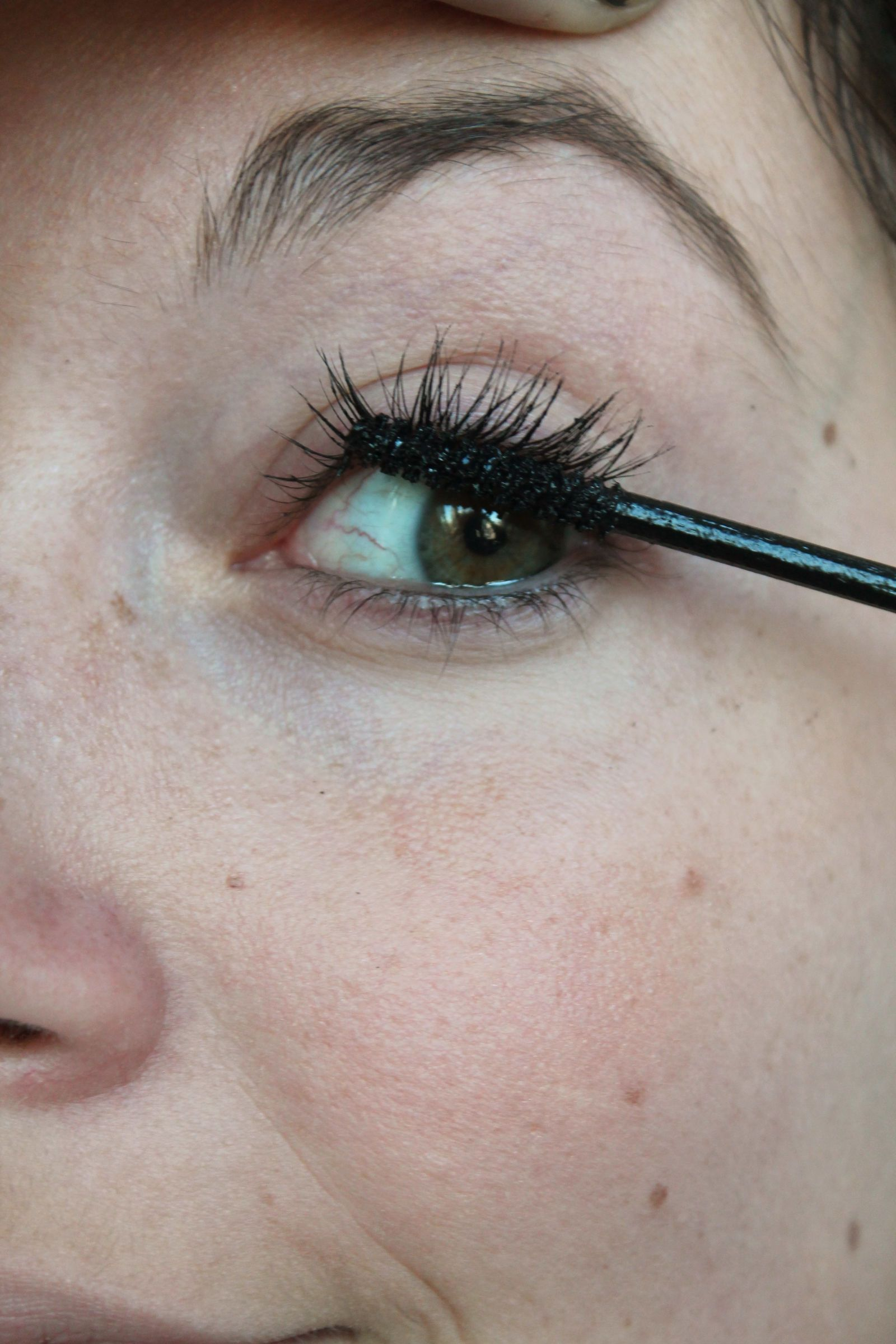 Mascara Stamping—The New Way to Make Your Eyes Look Bigger
