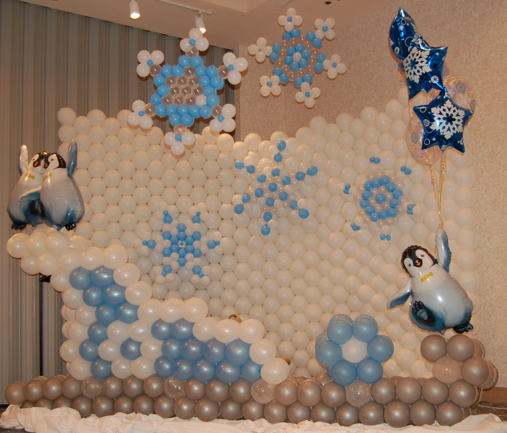 Winter balloon backdrop perfect for how the weather has for Balloon backdrop decoration