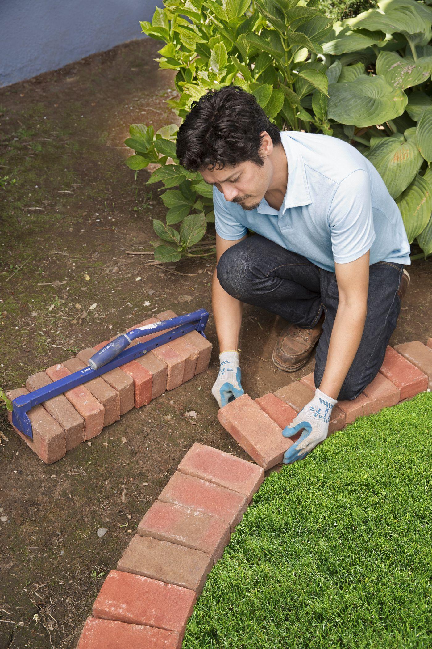 Photo of Cómo doblar una cama de jardín con ladrillo