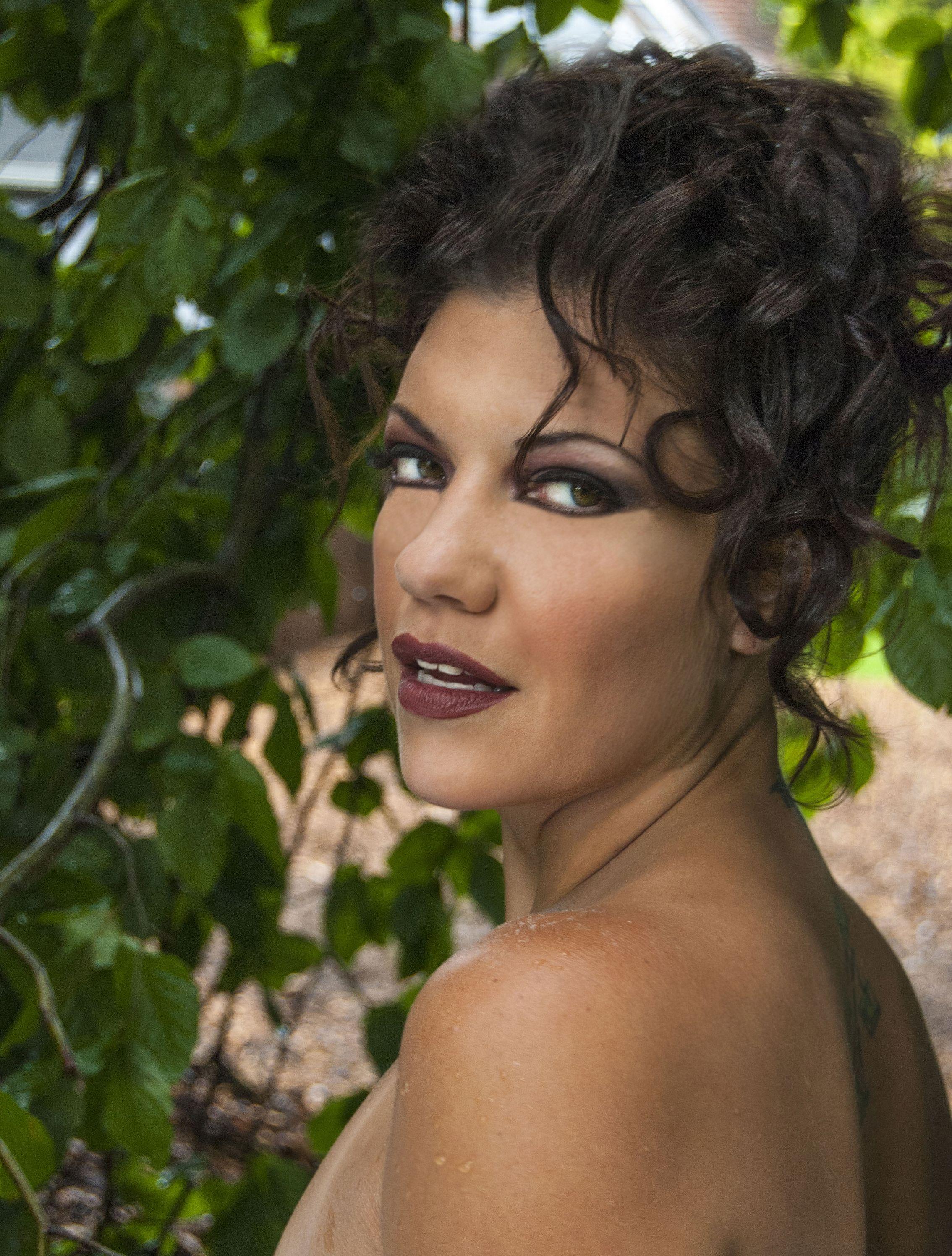 Zoe Daelman Chlanda Nude Photos 3
