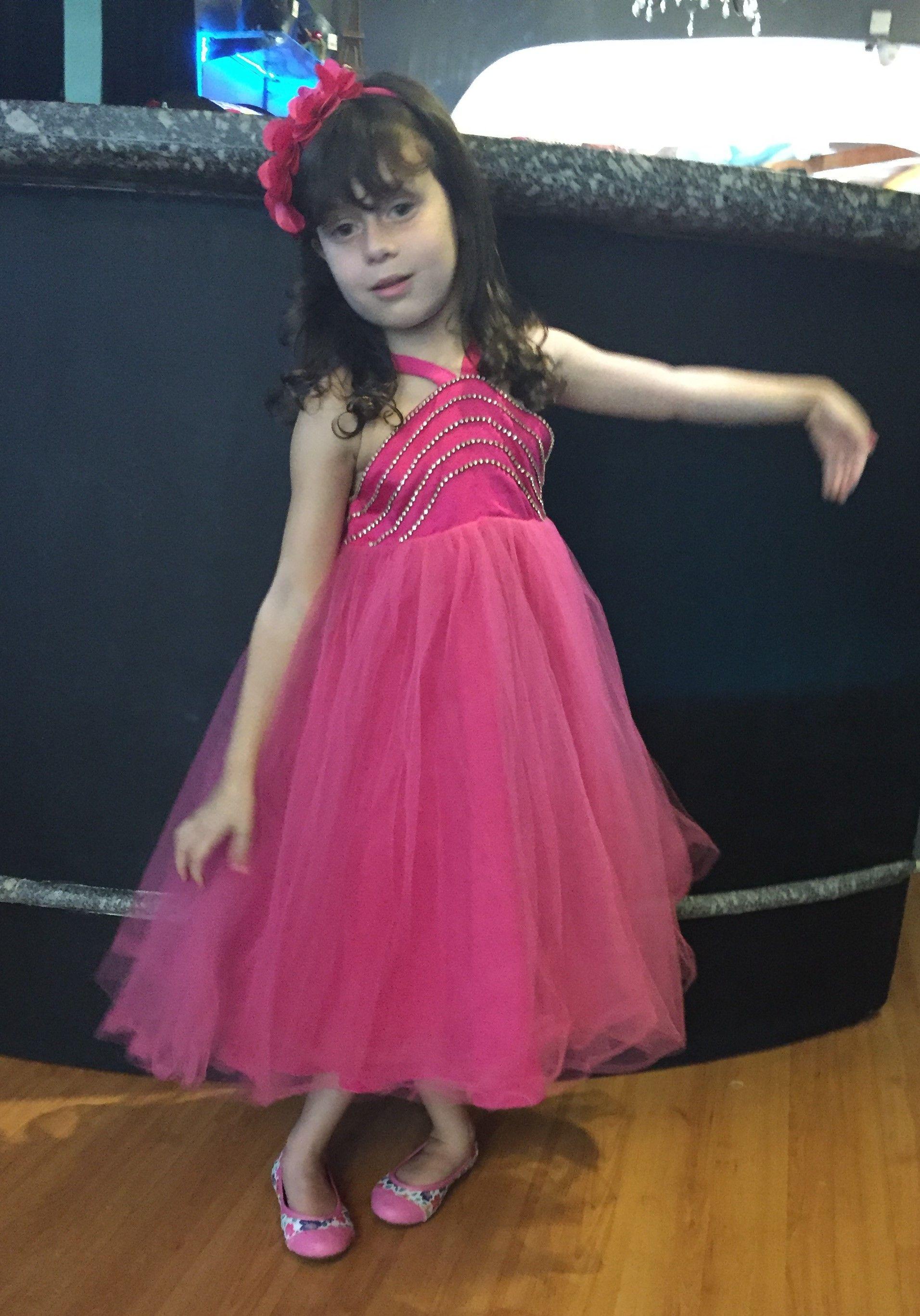 e9c2bb62f97 Vestido Infantil Petit Cherie Pink. Blusa em renda Pink toda aplicada com  brilho termocolante em