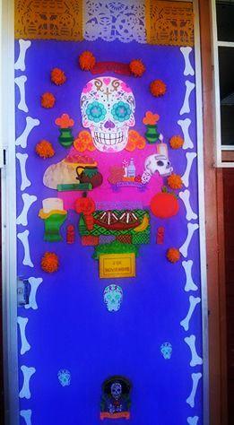 Puerta decorada de d a de muertos tema de altar para los for Puertas decoradas para el dia del libro