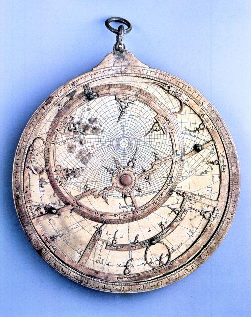 Astrolabe de l'époque Almohade 1217 JC de la ville de Fès au Maroc :