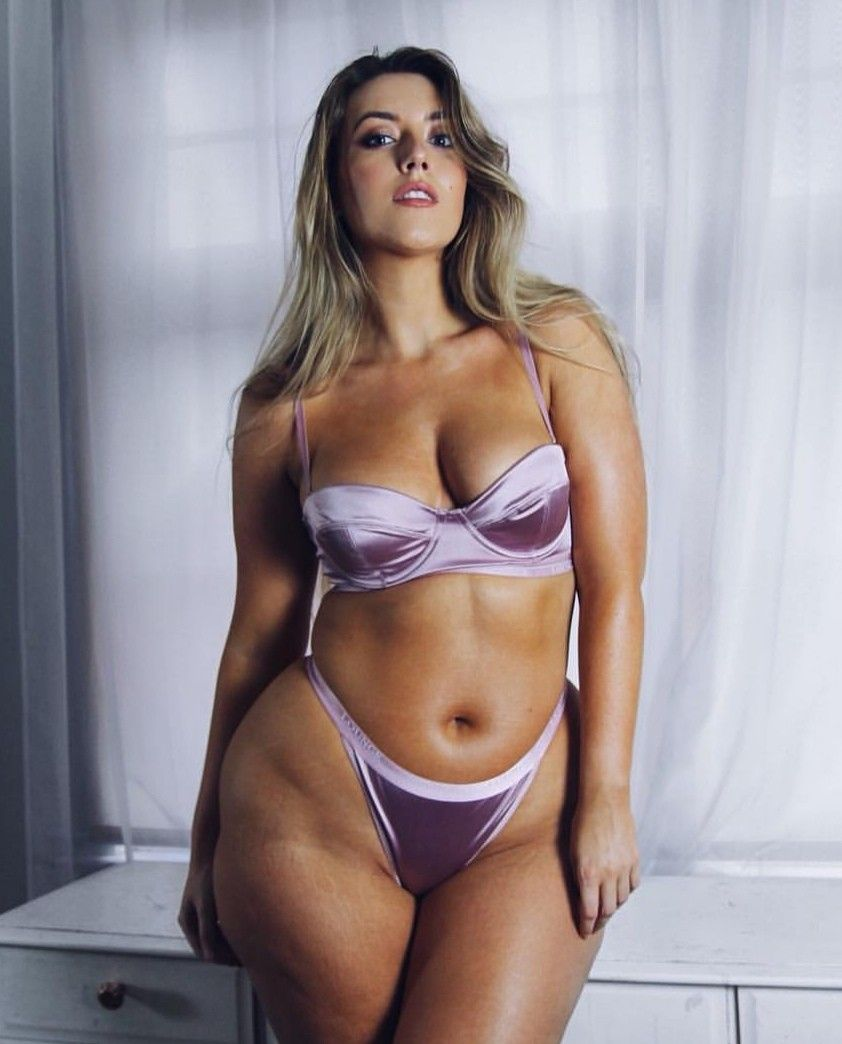 Rebecca Penfold Nude Photos 16
