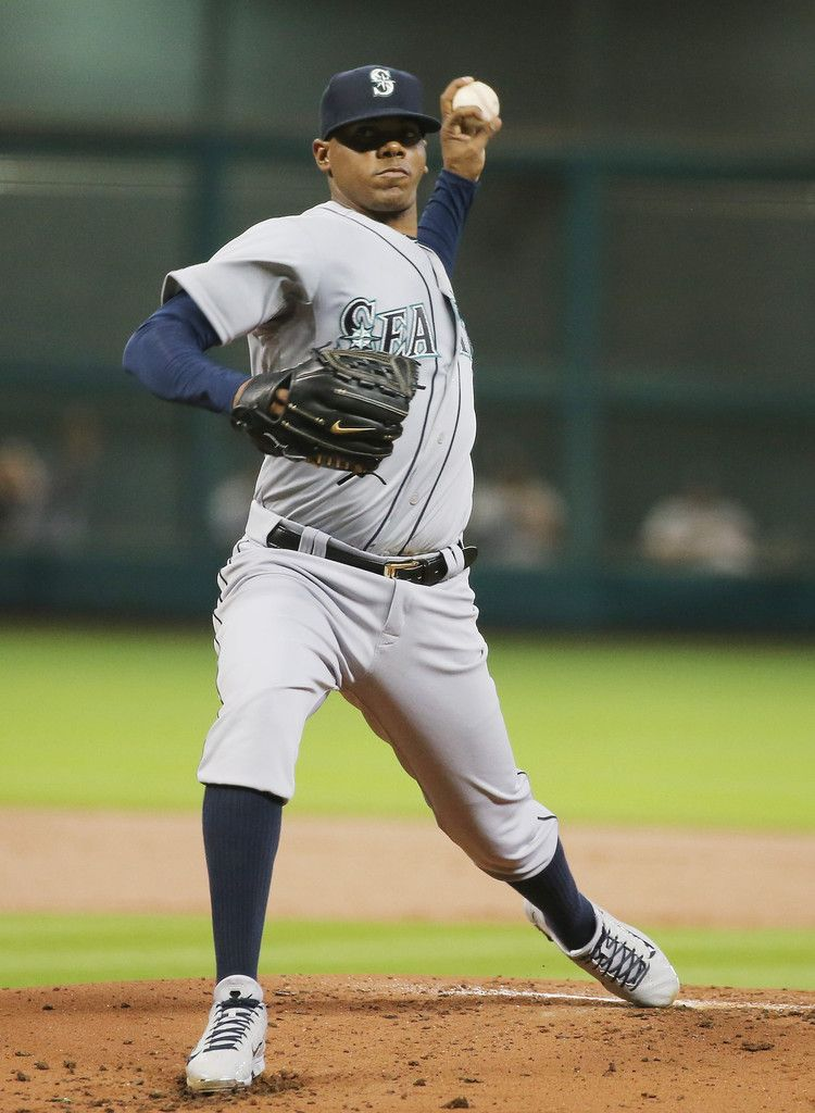 Roenis Elias Photos Photos - Roenis Elias #29 of the Seattle Mariners throws a pitch in the first inning of their game against the Houston Astros at Minute Maid Park on September 1, 2015 in Houston, Texas. - Seattle Mariners v Houston Astros
