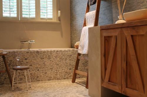 Slimme tips om je badkamer groter te laten lijken - Eigen Huis en T ...