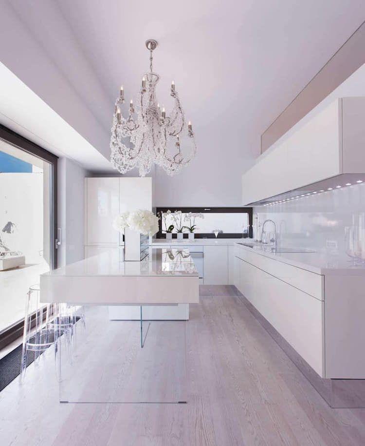 cuisine moderne avec ilot central blanc pieds verre transparent style minimaliste cuisine modern kitchen