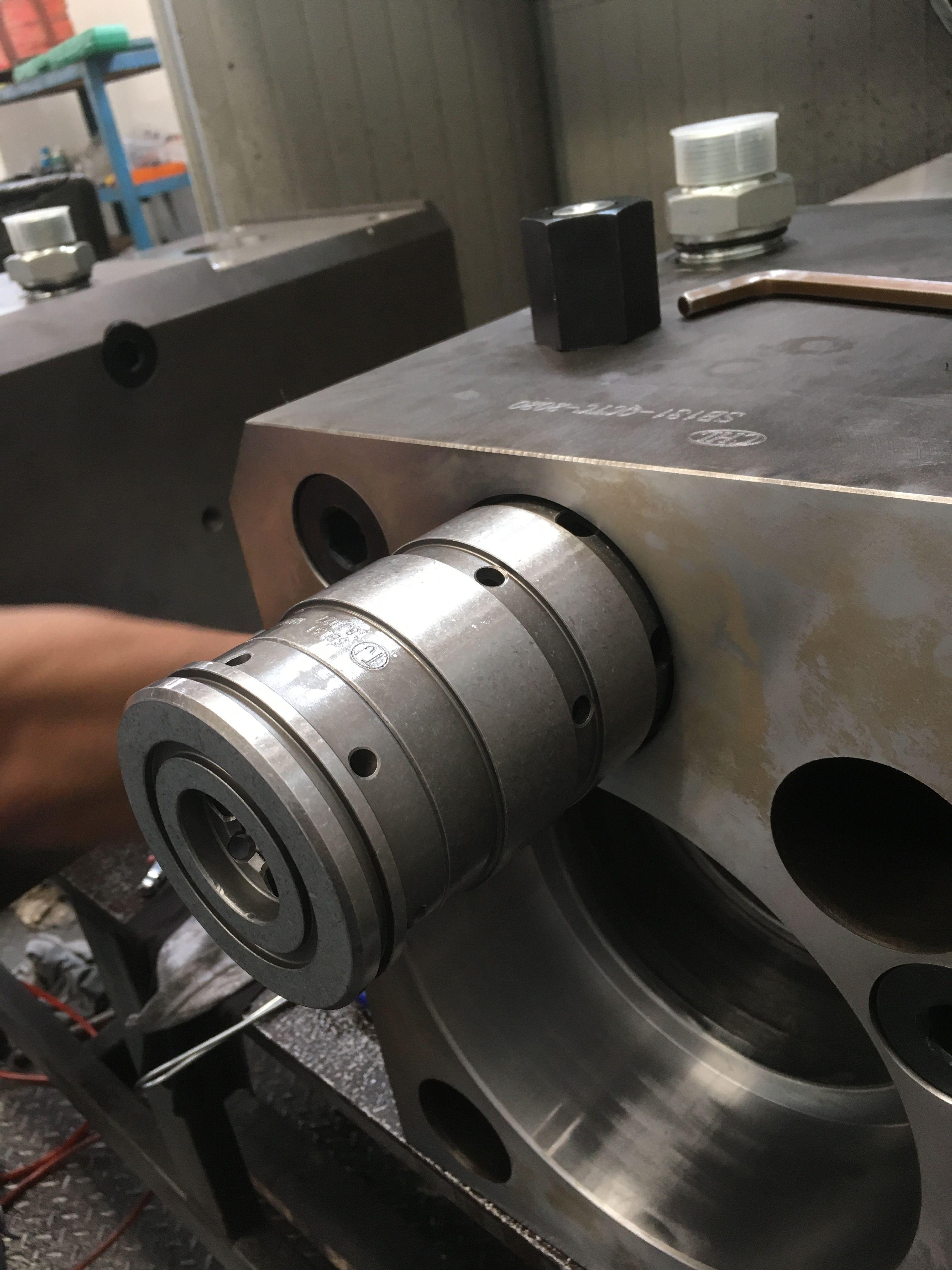 Control valve for hydraulic breaker