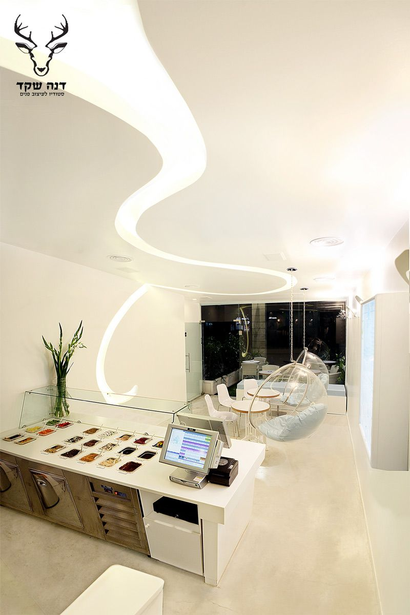 Interior design by dana shaked yogurt bar israel כיסאות בצורת בועות יוגרטר