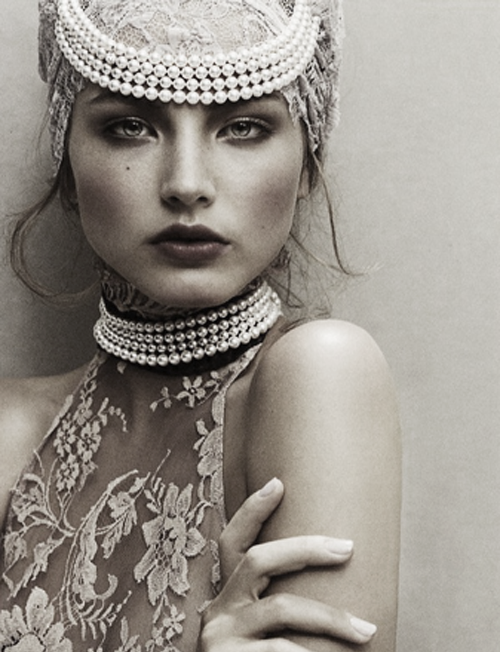 Classic Beauty and fashion: womanly pearls and white lace
