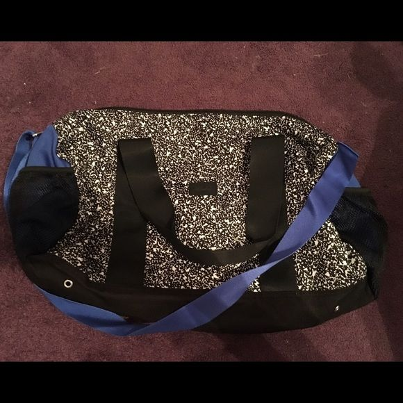 Victoria secret duffle bag Great for overnight stays! Brand new condition PINK Victoria's Secret Bags Travel Bags