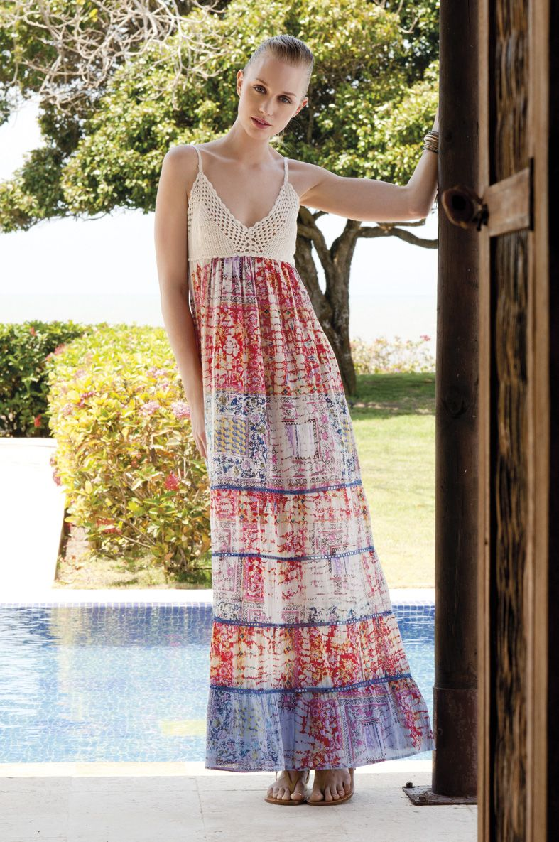 ¡Nada mejor que la comodidad de un vestido largo, acompañado de una chanclitas bajitas, el pelo húmedo y una fresca tarde en la playa!