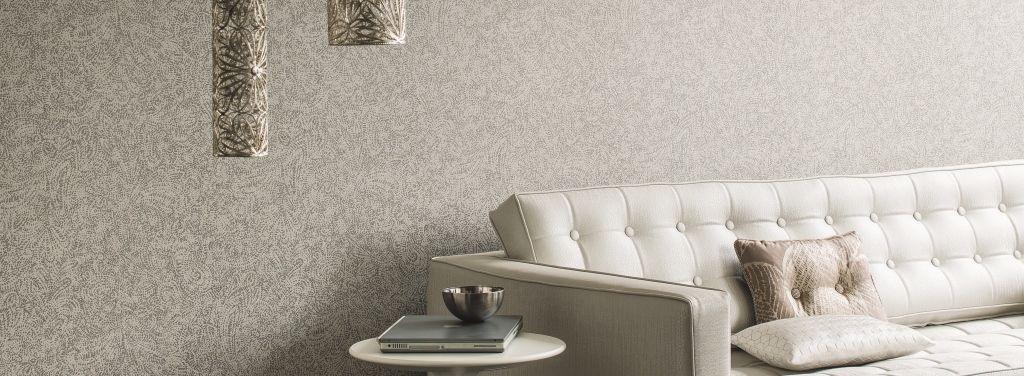 f0c27588bb9 Papel pintado blanco y plata Casamance pared salón. #papelpintado #Leon  #decoracion #