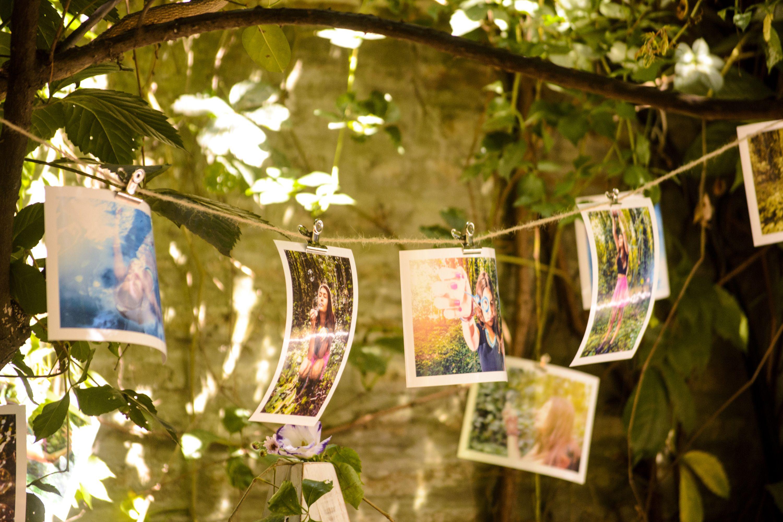 Ambientación fiesta de 15. Celebración de día al aire libre. Mural fotográfico.
