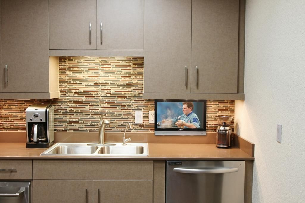Pin By Lauren Frank On Kitchen Small Kitchen Tv Tv In Kitchen Kitchen Cabinet Styles