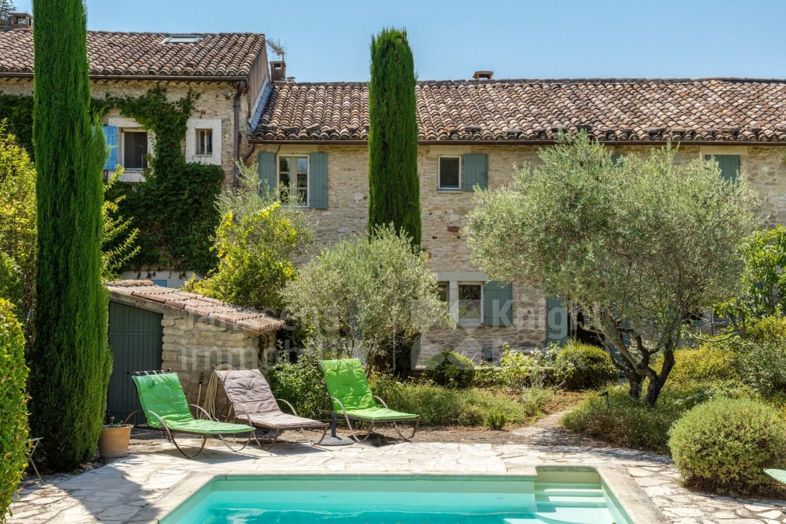 Hamlet House With Swimming Pool For Sale In Gordes Janssens Immobilier Provence Swimming Pools Pool Pool House