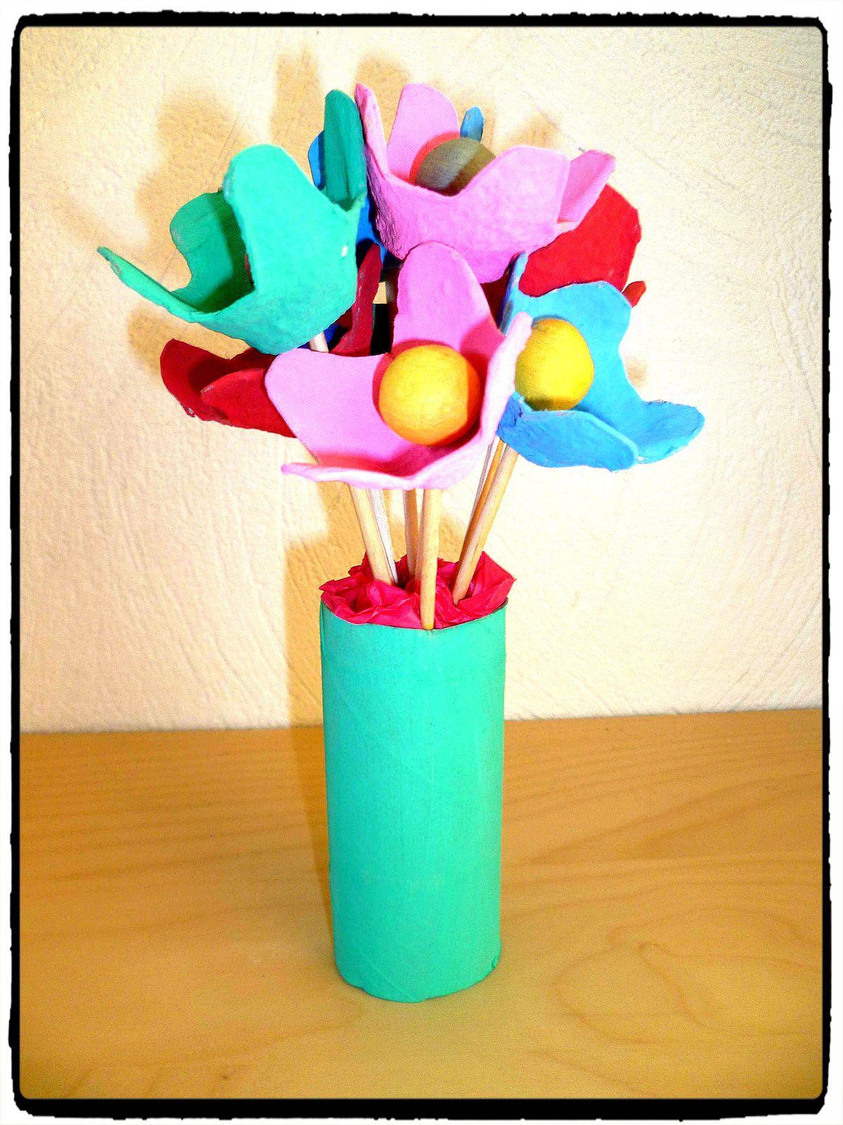 fleurs avec bo te d 39 oeufs printemps pinterest boite. Black Bedroom Furniture Sets. Home Design Ideas