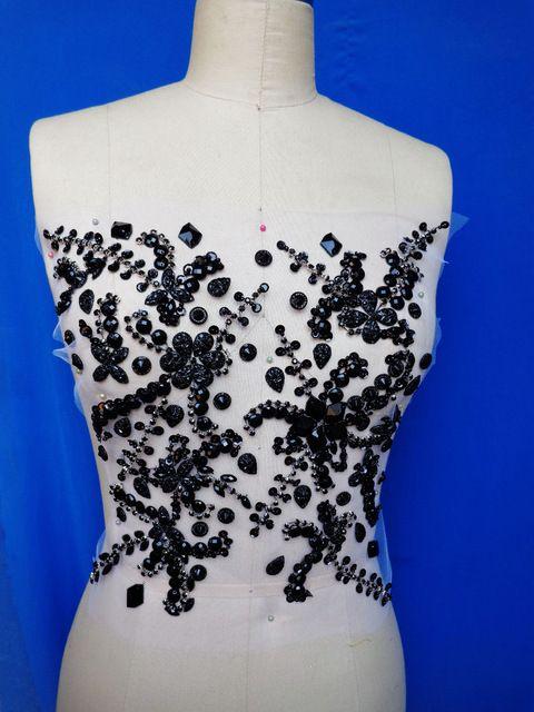 Пришить стразы на платье