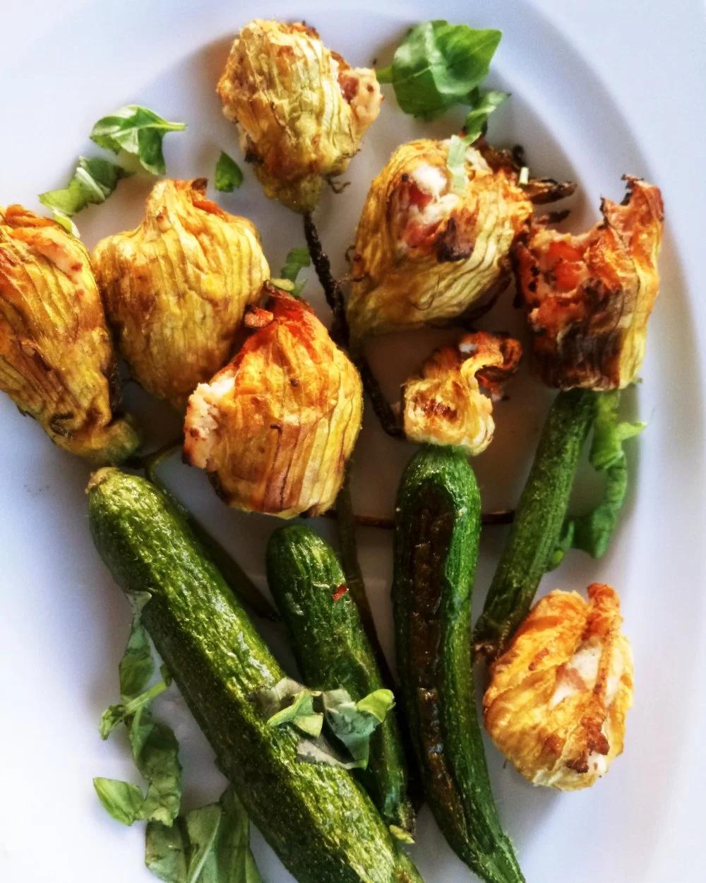 Nadziewane Kwiaty Cukinii Gotujacenozyczki Gotujacenozyczki Cooking Recipes Cooking Recipes