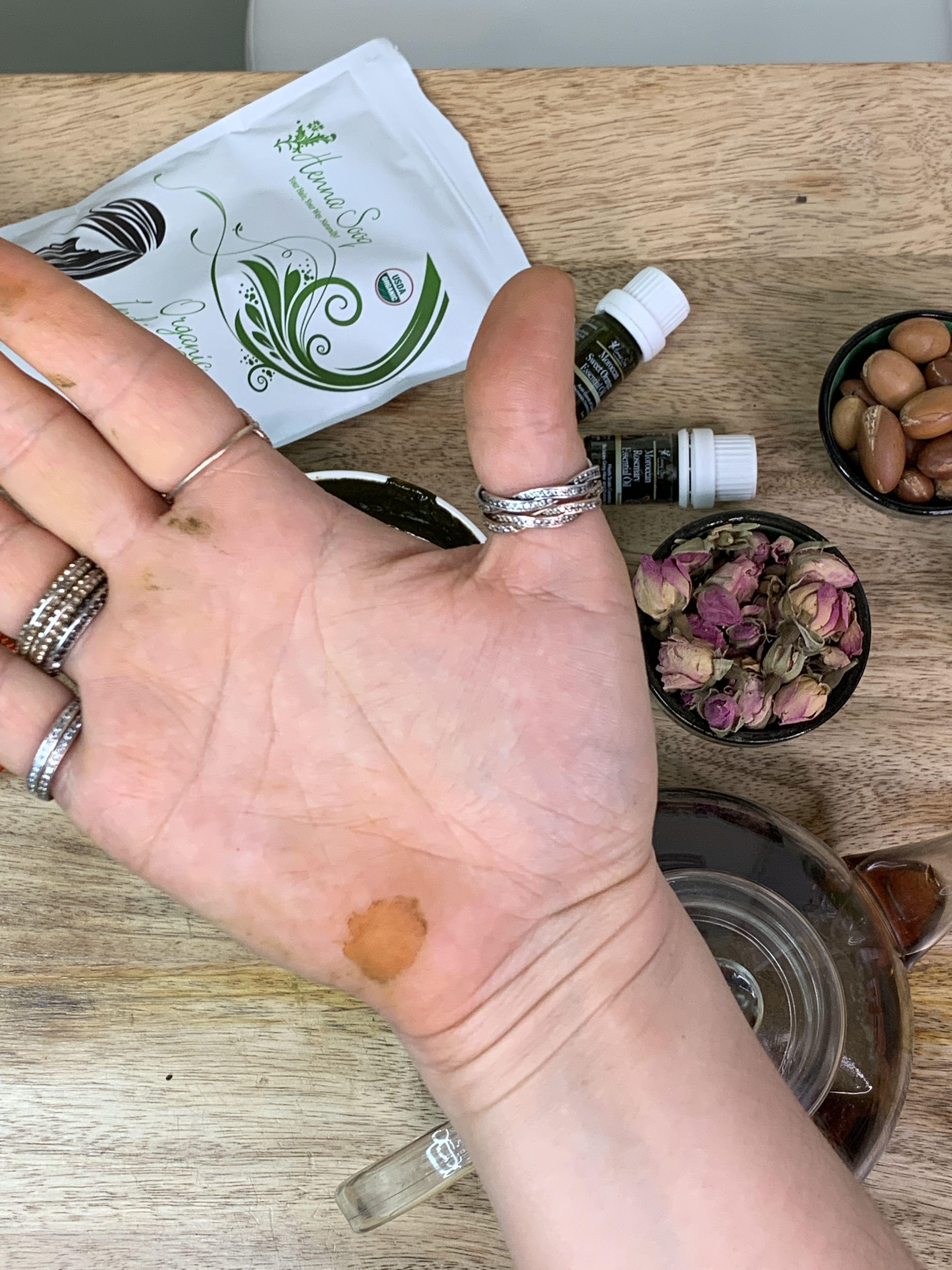 How To Do Henna Body Art In 2020 Henna Tattoo Kit Henna Kit Body Art