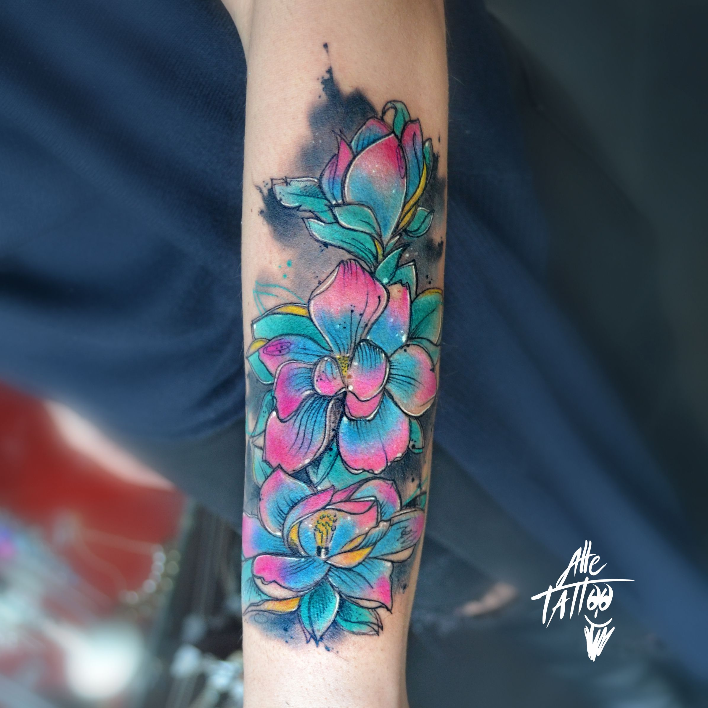 #alletattoo #magnolia #flowers #tattoo #tatuaggio #colortattoo #watercolor #avantgarde