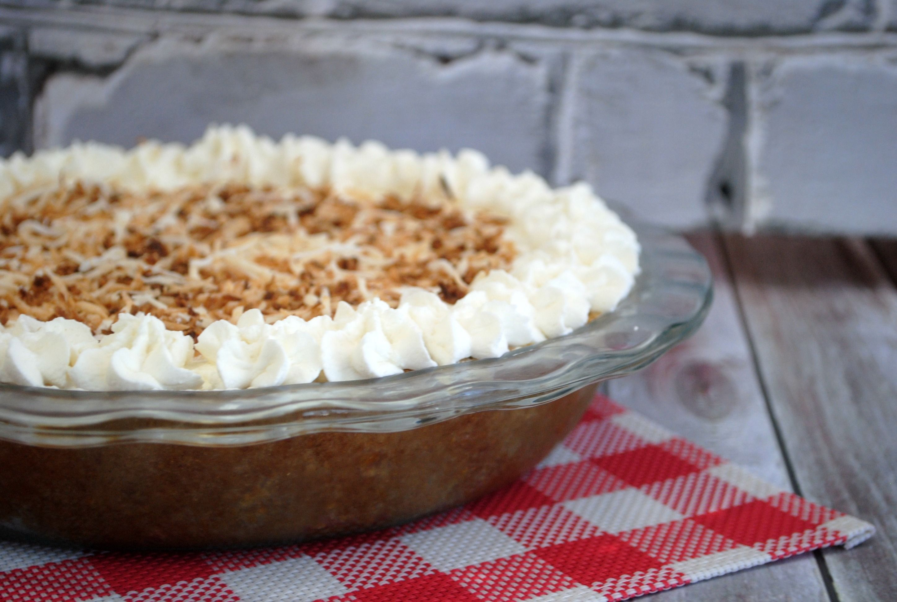 The homemade pie crust, whip cream and filling on this luscious homemade banana cream pie is a winning combination. Snag this homemade recipe!