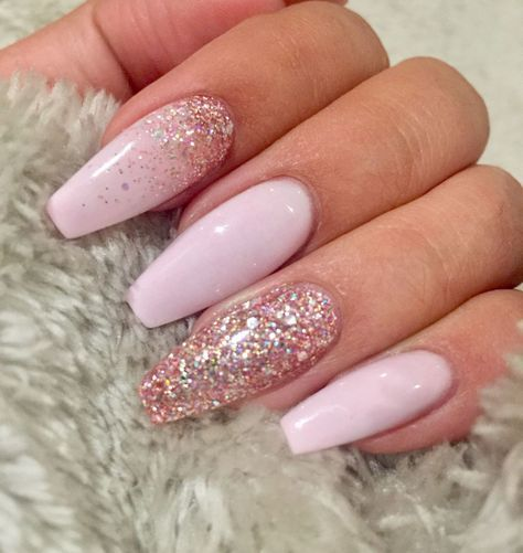 14 Fabulous Ways to Wear Mismatched Glitter Nails - pink and glitter ...