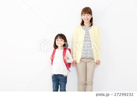 小学生と母
