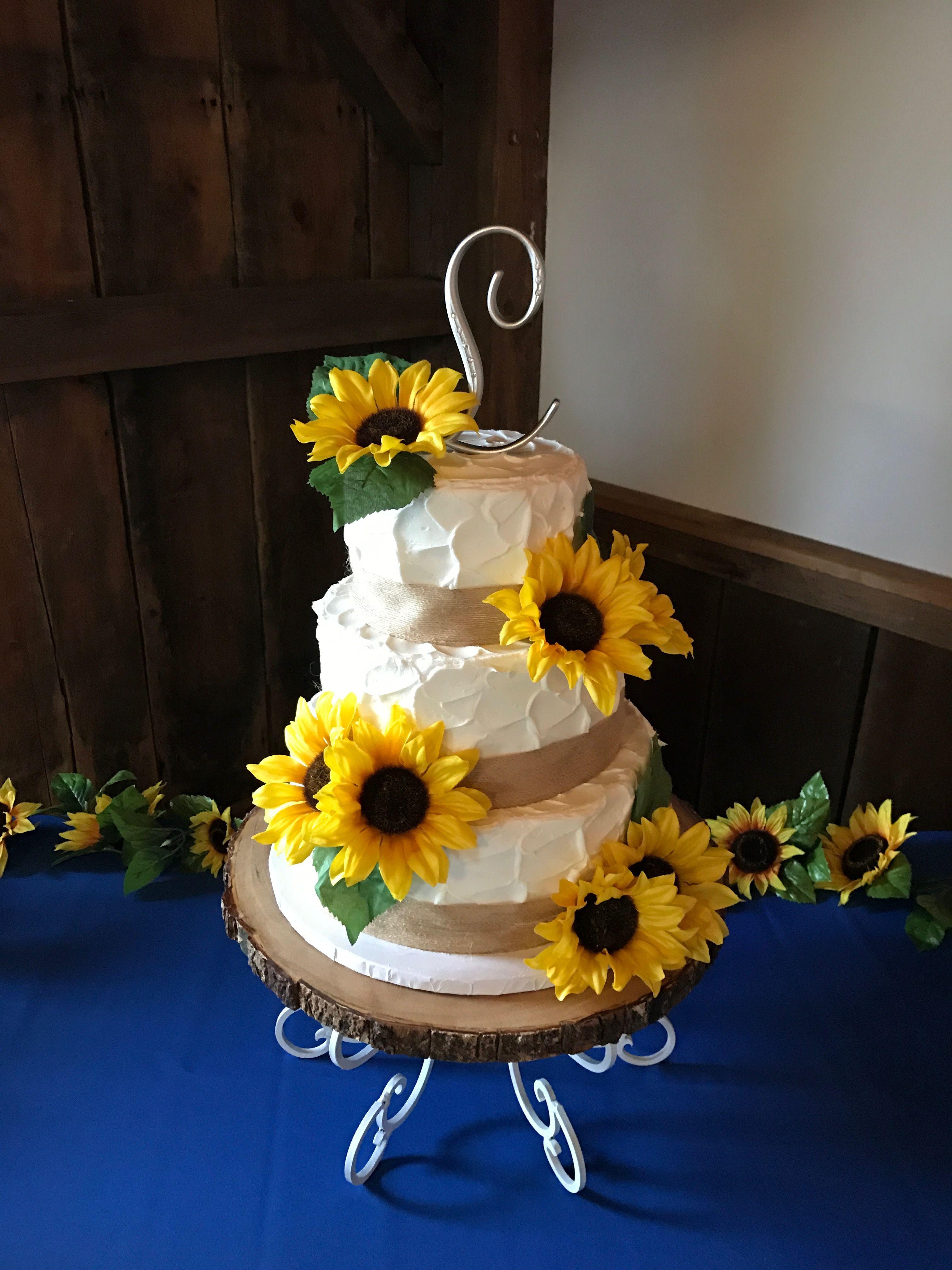Sunflower cake Sunflower cakes, Table decorations