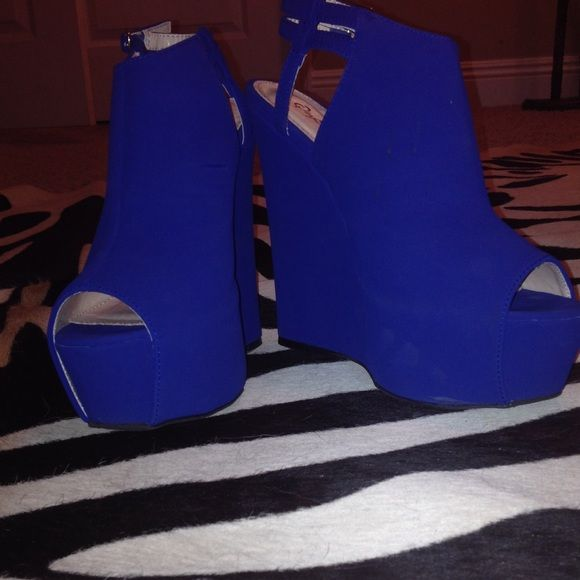 beautiful cobalt blue wedges These are matte, cobalt blue wedges by Quipid. These are comfortable to walk in and only one work once. All offers are considered! Qupid Shoes