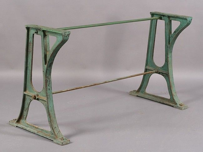 582: VINTAGE INDUSTRIAL CAST IRON BASE CONSOLE TABLE : Lot 582