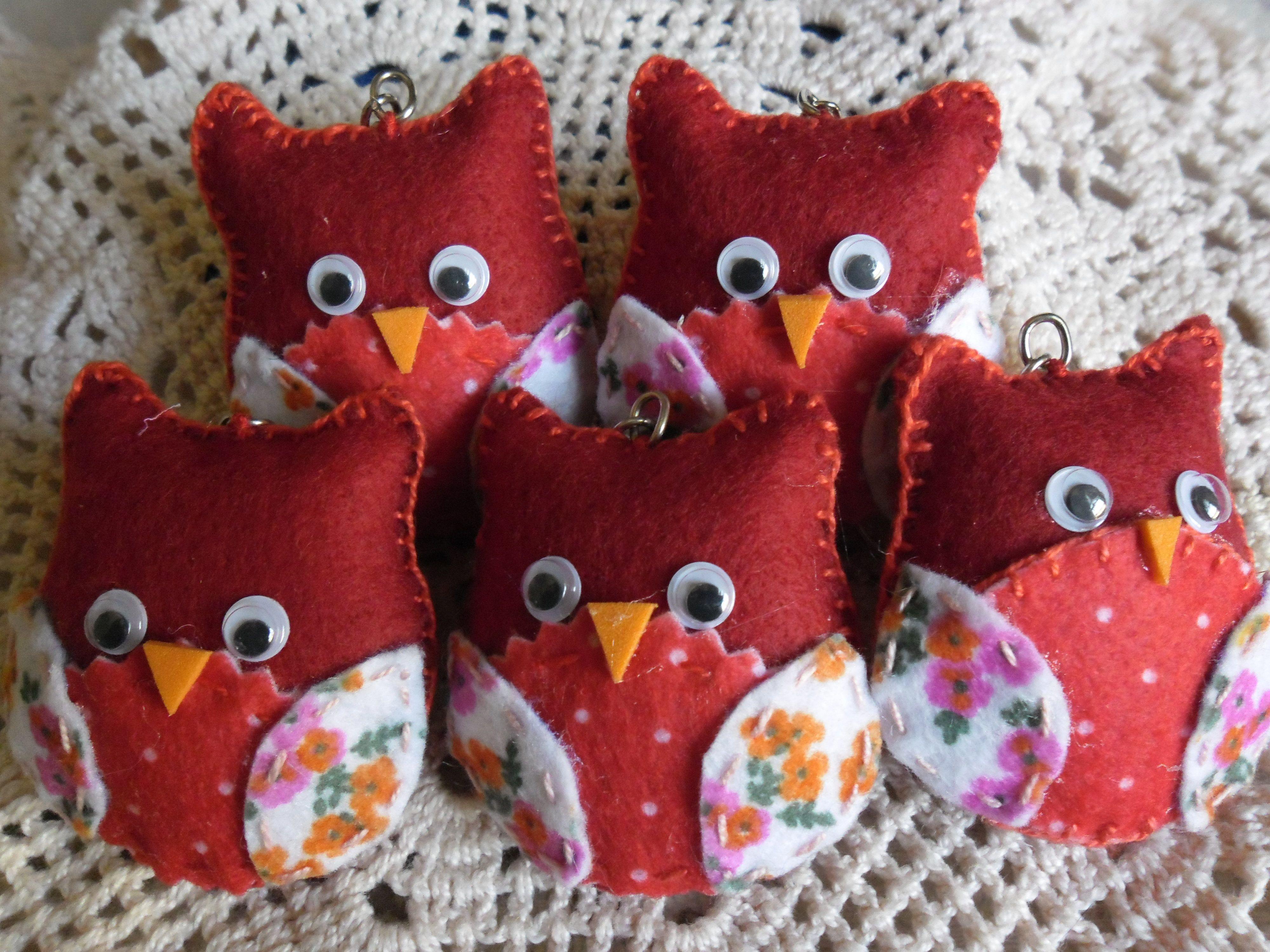 Chaveirinhos corujinhas vermelhas.