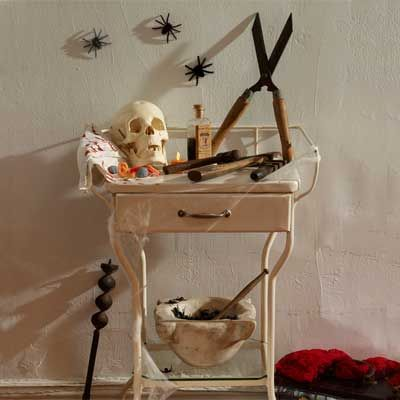 Easy Salvage-Style Halloween Decorations Rusty garden, Diy - halloween party centerpieces ideas