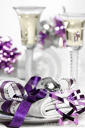 purple christmas table setting | Purple Christmas table setting with napkin and glasses of white wine & purple christmas table setting | Purple Christmas table setting with ...