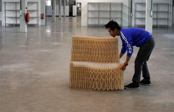 Sofá de palillos de madera por Yuya Ushida Fascinado por la belleza de las estructuras geométricas, con la Tour Eiffel como inspiración, el diseñador Yuya Ushida crea Sofa XXXX, un asiento extensible cuyo sorprendente esqueleto lo forman 8.000 palillos de madera cortados y ensamblados a mano.