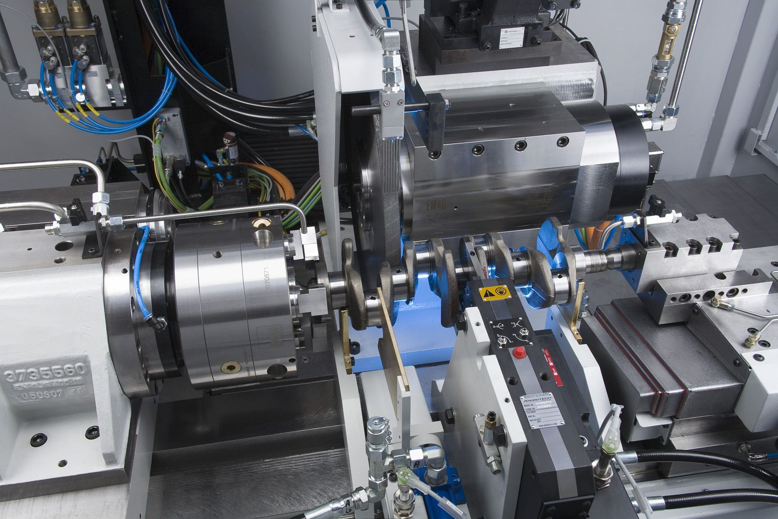 A look behind the scenes reveals that the PM 2 is in no way inferior to its bigger sisters where technological sophistication is concerned. #emag #crankshaft