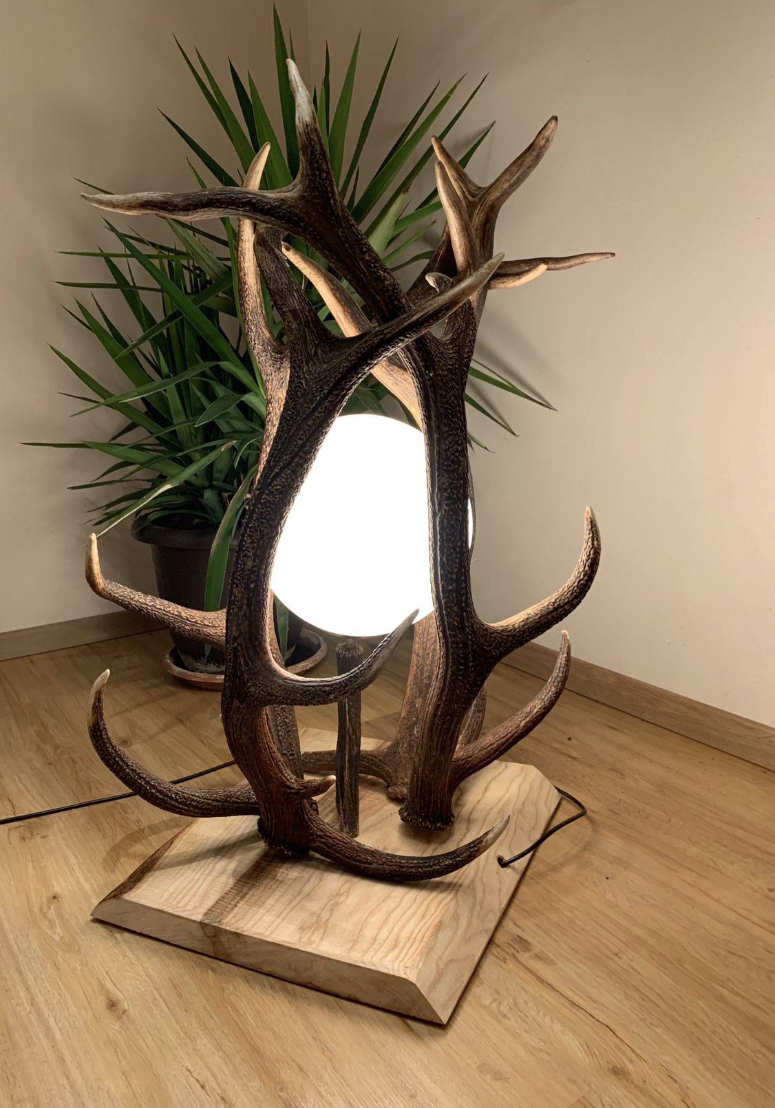 Stehlampe aus Geweih von OH MY DEER | Geweih lampe