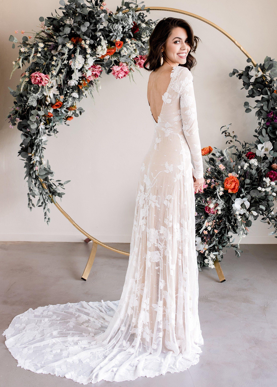 Pin By Sandy Henderson On Lace Sweetheart Wedding Dress In 2020 Long Sleeve Wedding Dress Lace Lace Wedding Dress With Sleeves Indie Wedding Dress