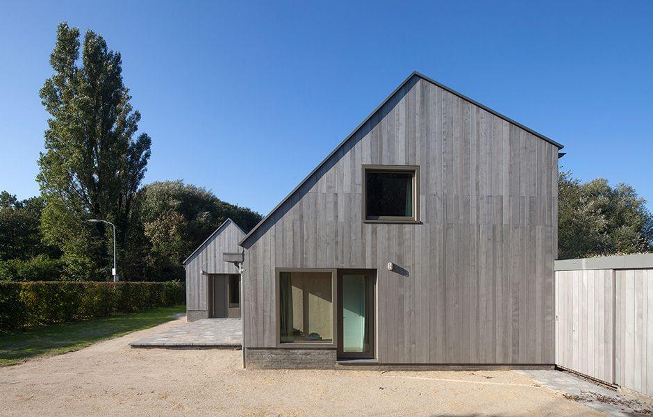Lågmält av Korteknie Stuhlmacher, foto Luuk Kramer – http://www.tidningentra.se/notiser/anrika-traditioner-praglar-lagmalt-semesterhus #arkitektur i #trä