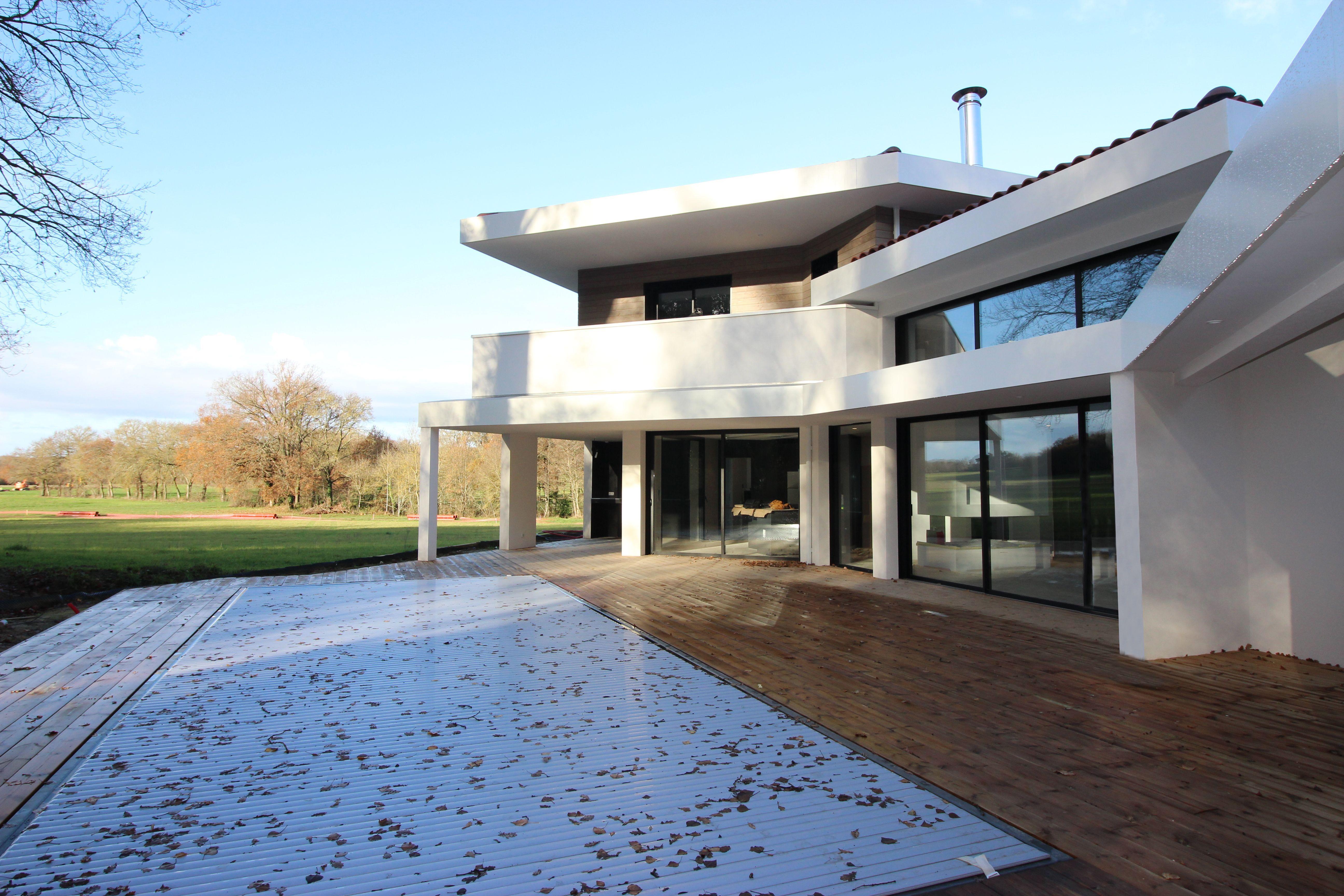 Villa De Luxe A Casquette Beton Avec Baies A Galandage Et