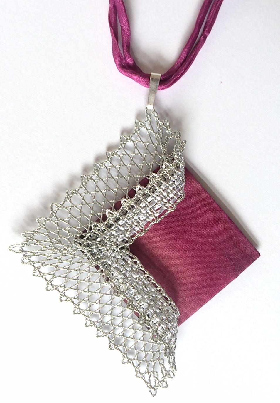 Náhrdelník 16 506 - růžové hedvábí | Vamberecká krajka | BOLILLOS ...