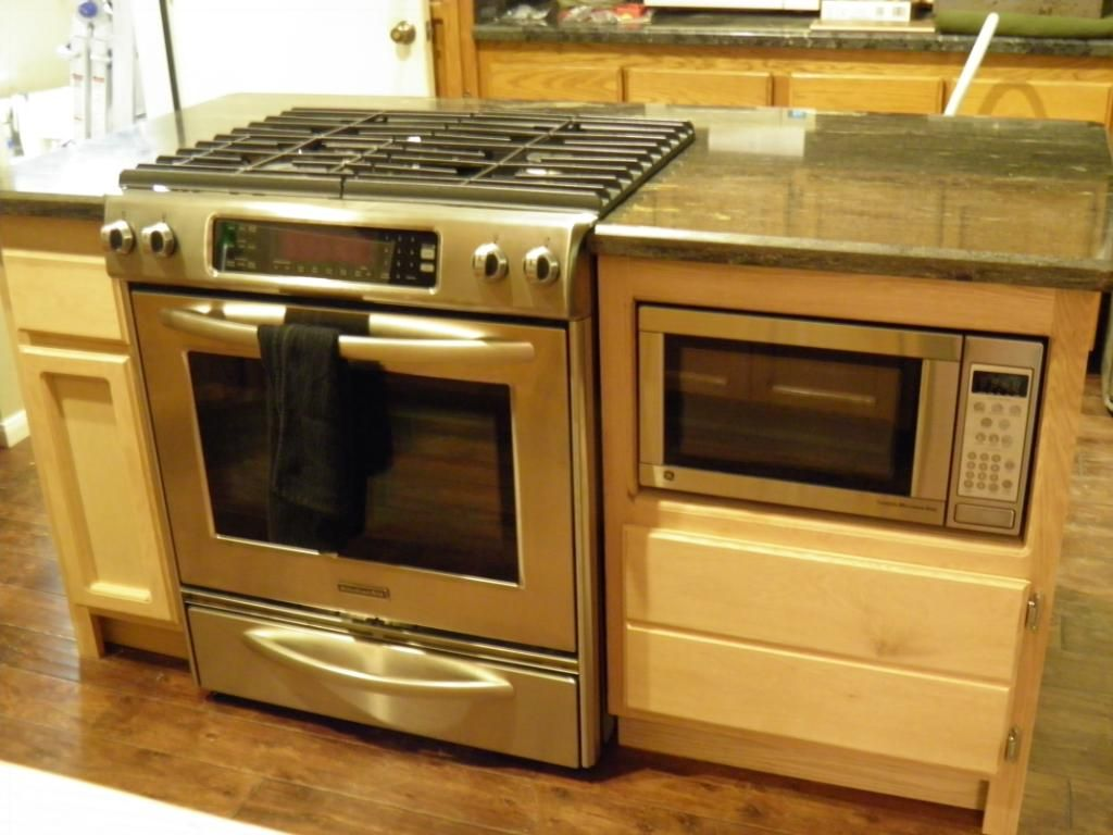Kitchen island gas range - Build In For Microwave Next To In Island Cooktop